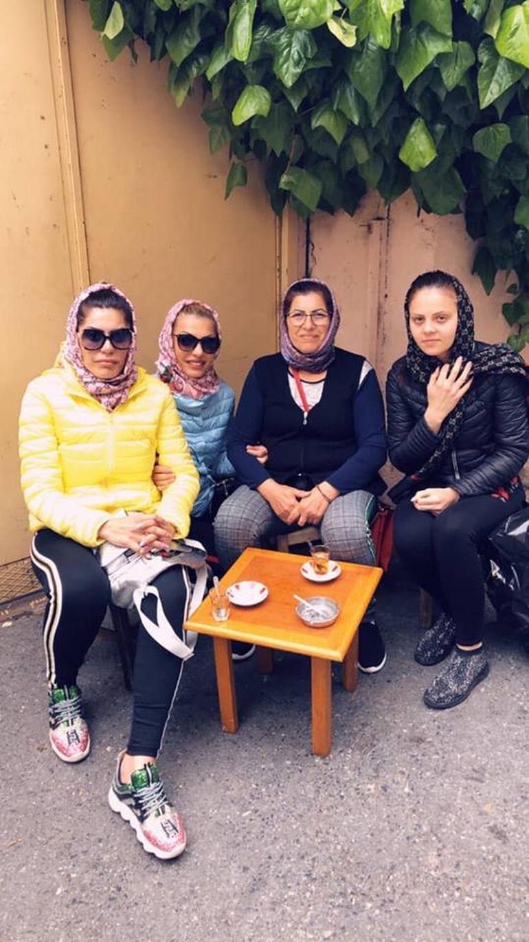 Nicoleta Guță a fugit cu familia la Istanbul FOTO