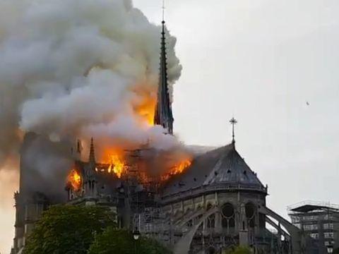 """Notre-Dame din Paris, cuprins de flăcări: """"Un incendiu teribil"""""""