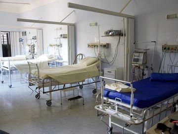 Caz revoltător: Tânără cu arsuri grave, plimbată între spitale, pentru că nu s-a găsit un loc liber