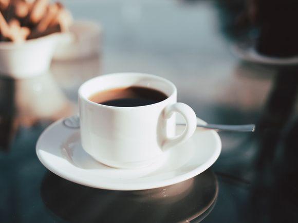 Ce s-a întâmplat cu o femeie, după ce a renunțat să mai bea cafea timp de 7 zile