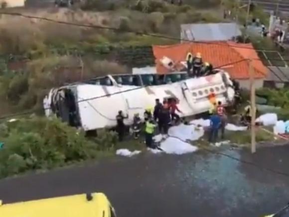 Tragic! Zeci de morţi după ce un autocar a căzut într-o prăpastie, pe Insula Madeira