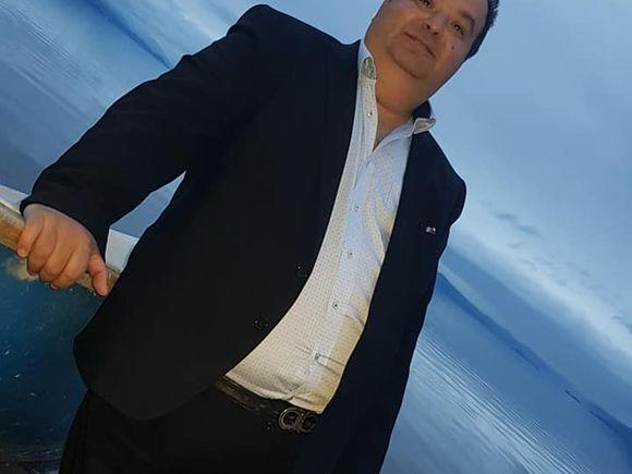 Regele Cioabă a dat iama într-un cârd de lebede! Şeful internaţional al rromilor a fost plimbat cu barca de supuşii din Albania! FOTO