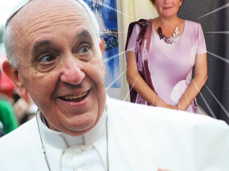 Un designer român va crea veșmântul pe care Papa Francisc îl va purta la Șumuleu Ciuc