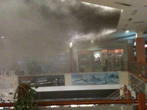 Un complex din Ploiești, evacuat de urgență! Mai multe persoane au primit îngrijiri medicale