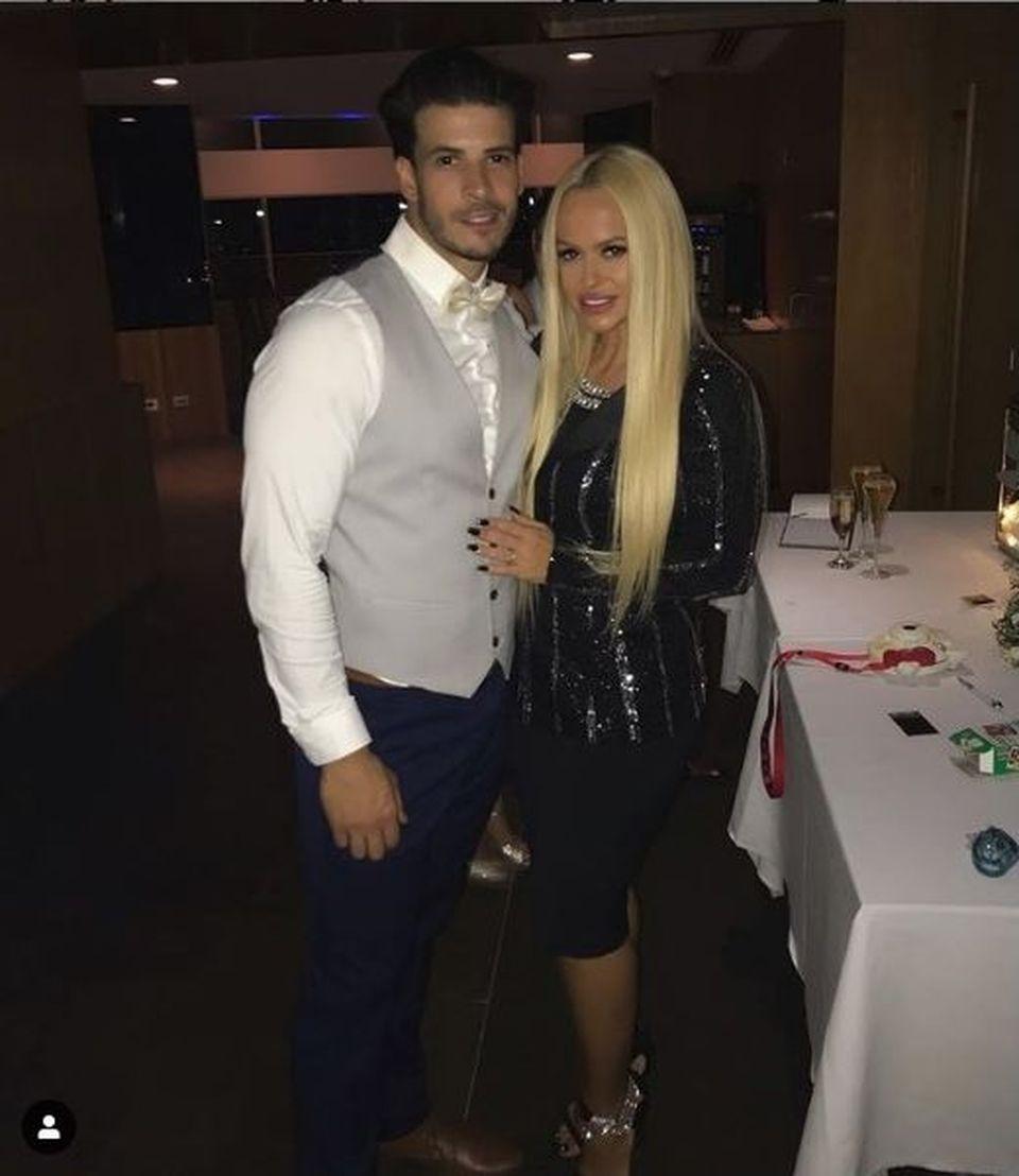 Cum arată fratele Andei Adam în costum de ginere! Anda s-a dus în Australia pentru a participa la nuntă! Vezi ce urare emoţionantă i-a făcut lui Vlad!