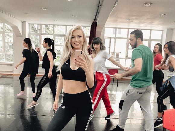 Cum arată abdomenul Andreei Bălan, după ce a trecut prin multe operații! A făcut publică imaginea