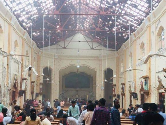 Scene de groază de Paștele Catolic! Explozii în trei biserici din Sri Lanka: zeci de persoane au murit