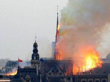 Ce s-a întâmplat cu puțin timp înainte de incendiul de la Catedrala Notre-Dame! Filmulețul în care un bărbat este suit pe acoperiș și dă semnale luminoase
