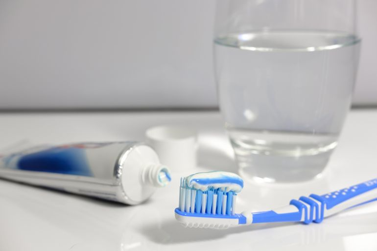 7 semne că trebuie să mergi cât mai repede la stomatolog