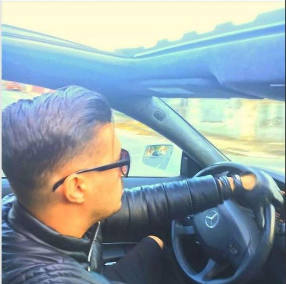Se ştie că None este pasionat de maşini, dar uitaţi colecţia FABULOASĂ de autoturisme de lux a Loredanei Chivu! Conduce doar