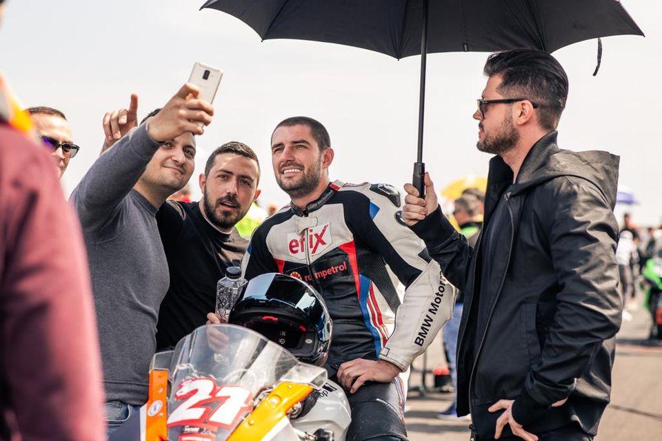 """Cătălin Cazacu, savuros după ce a câștigat prima etapă MotoRC: """"Dacă mai erau două ture, leșinam"""""""