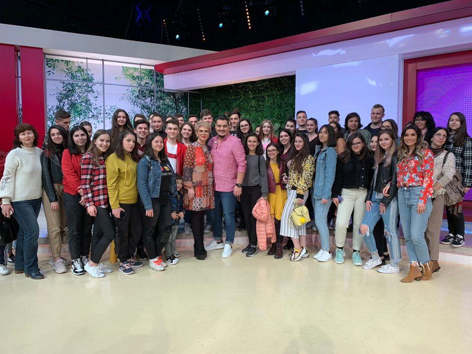 """Sute de copii au luat cu asalt studiourile Kanal D! Vedetele Kanal D, ghizi pentru sute de copii, in cadrul proiectului educational """"Saptamana Altfel"""""""