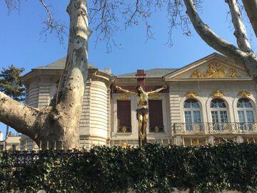 """Crucea de 5 metri din curtea palatului lui Gigi Becali nu este ortodoxă! Acuzații de """"erezie"""" la adresa latifundiarului: """"Mai merge des și la Muntele Athos"""""""