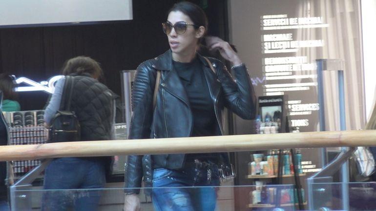 Soţia lui Pepe, de nerecunoscut! A slăbit foarte mult în ultima perioadă! Paparazzii au surprins-o la mall! VIDEO EXCLUSIV!