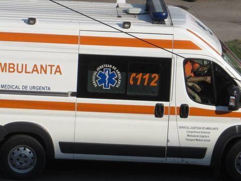 Gest extrem! După o ceartă cu soția, un bărbat din Botoșani a spart cu capul  parbrizul unei mașini
