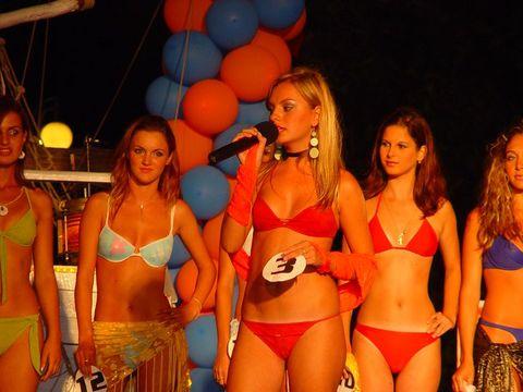 Imagini rare: Alexandra Stan la un concurs de miss, la doar 14 ani! Imagini pe care super-vedeta le-ar vrea șterse de pe Internet