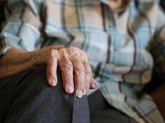 """Șocant! Un adolescent din Vaslui și-a violat propria bunică: """"M-a trântit pe pat..."""""""