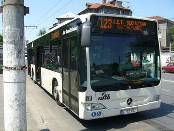Laura se afla în autobuzul 123, când a auzit pe cineva vorbind la telefon. După câteva secunde, toți călătorii au început să râdă în hohote