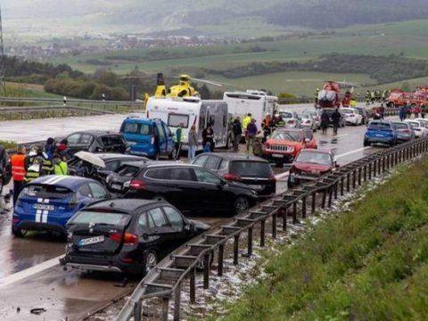Grav accident rutier în ziua de Paşti. Cel puţin 25 de răniţi au fost transportaţi de urgenţă la spital