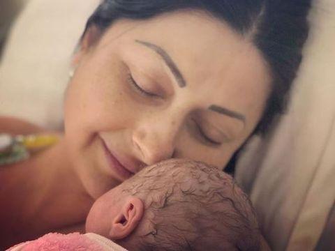 Primele imagini cu chipul fiicei Gabrielei Cristea! Cum arată la doar o lună după ce a venit pe lume