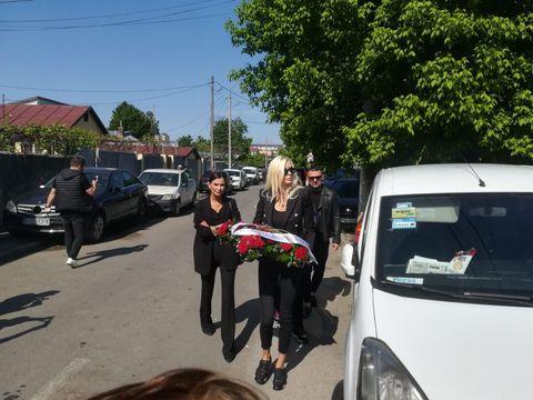 Iulia Albu, apariție șocantă la înmormântarea lui Răzvan Ciobanu! Toată lumea s-a uitat la ea atunci când a ajuns