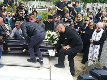Cea mai bună prietenă a lui Răzvan Ciobanu a deschis sicriul pentru ultima oară! E cutremurător ce a pus înăuntru