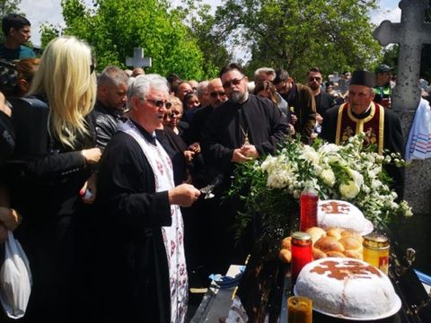 """Preoţii care au oficiat slujba de înmormântare a lui Răzvan Ciobanu, criticaţi dur: """"A fost grotesc!"""""""