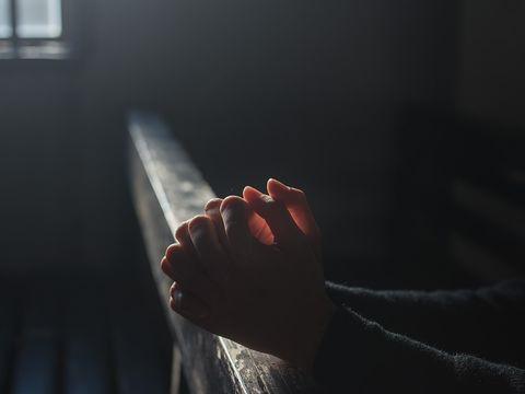 Cea mai puternică rugăciune pentru Sâmbăta Luminată! Te scapă de toate necazurile
