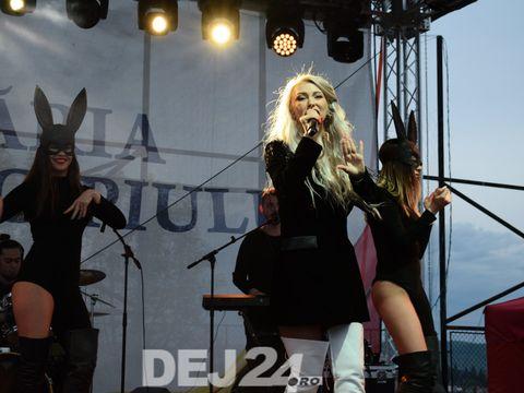 Andreea Bălan a urcat prima oară pe scenă după ce a fost la un pas de moarte! Imagini de la show-ul cântăreței de seara trecută