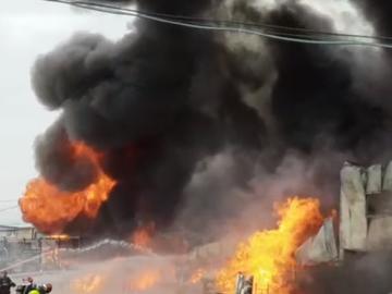 Incendiu violent în Ilfov! Sunt mai multe persoane rănite