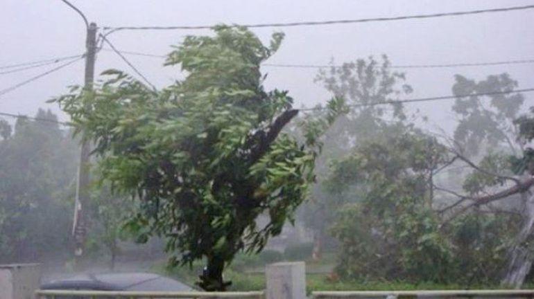 Vremea a distrus locuințe și drumuri din România! Și astăzi va fi cod galben de furtuni, descărcări electrice și ninsori în țară
