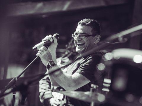 Mihai Mărgineanu câştigă o avere din muzică! A recunoscut că încasează cât un pilot de avion, adică aproximativ 15.000 de dolari pe lună! EXCLUSIV