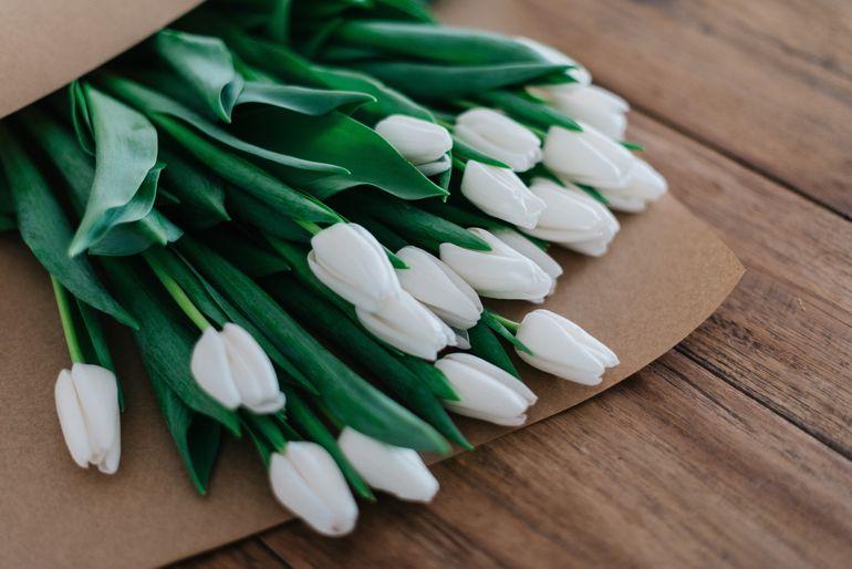 Daca va plac cumparaturile online, neaparat sa vizitati si o florarie online!