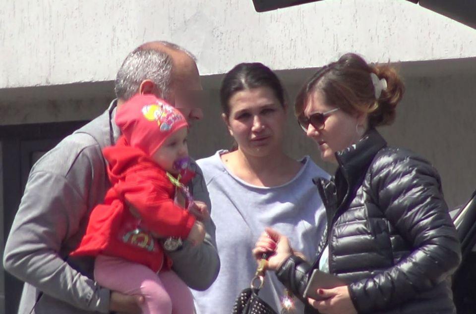 Cum arată de fapt Elena Băsescu! Fără machiaj sau photoshop, probabil că nu ai recunoaște-o AȘA pe stradă pe mezina fostului președinte VIDEO EXCLUSIV