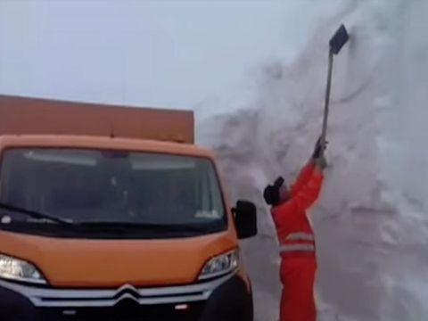 Imagini incredibile! Zăpadă de peste 4 metri în România, în luna mai! Unde s-au așternut nămeții