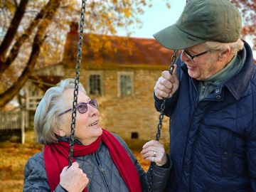 Motivul înduioșător pentru care doi bătrâni, soț și soție, s-au sinucis! Îți dau lacrimile dacă le afli povestea