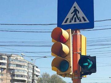 Semaforul intermitent de dreapta nu înseamnă ce crezi! O să rămâi uluit când o să citești
