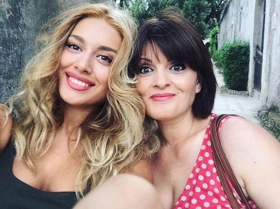 Cât de frumoasă este mama noii concurente de la Puterea Dragostei, Ana-Maria! Este atât de tânără încât par surori FOTO