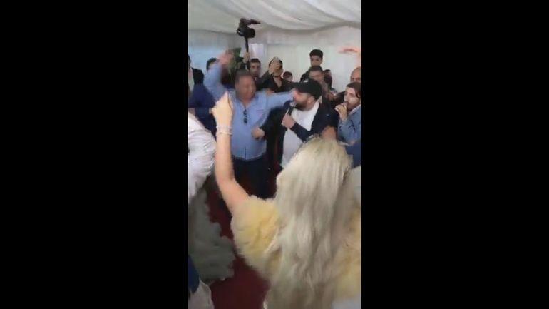 """Salam a fugit de la o nuntă și a lăsat mireasa în poartă! Imagini de cascadorii râsului: """"La mulți ani, nășicule!"""", și a plecat în mijlocul piesei"""