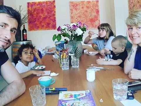 Dana Nălbaru, declarații despre fetița de etnie romă pe care a adoptat-o. Unde este acum micuța Roxana