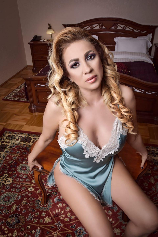 Imagini WOW cu Rocsana Marcu! Nu a fost niciodată atât de sexy