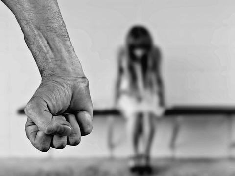 Îngrozitor!  O elevă din Suceava a fost violată de doi colegi în cimitir! Ce a urmat te lasă mască