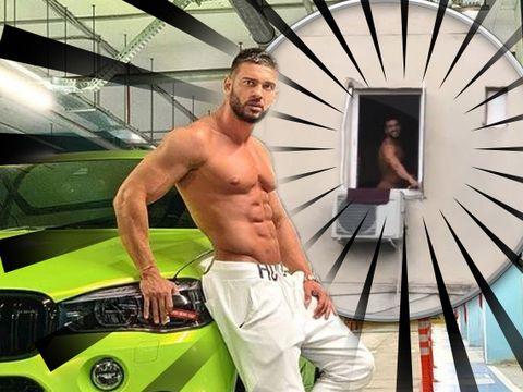 Imaginile INCREDIBILE pe care le aşteptau multe femei! Uite-l pe Dorian Popa gol puşcă la geamul apartamentului! Nici nu-ţi imaginezi cine l-a filmat! FOTO!
