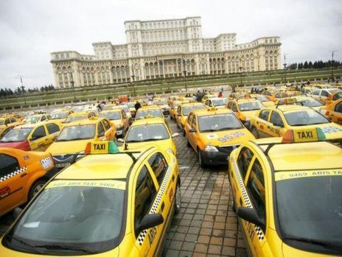 """Umilință mare în trafic! Un taximetrist a fost """"pus la zid"""" de o clientă: """"Io mă retrag, doamnă"""""""