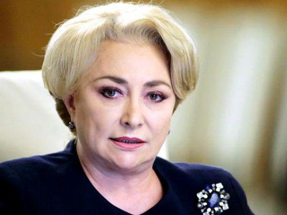 """Viorica Dăncilă a fost huiduită cu """"Demisia"""", """"Huooo"""" și """"Analfabeții"""" în Gorj. Ultima oară a fost întâmpinată cu lumânări și coroane funerare"""
