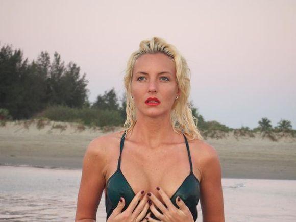 """Sora Ancăi Pop, cântăreața moartă în Dunăre, a fost sunată de poliție: """"A scăzut nivelul Dunării și i-au zărit în apă portofelul și laptopul!"""" FOTO"""