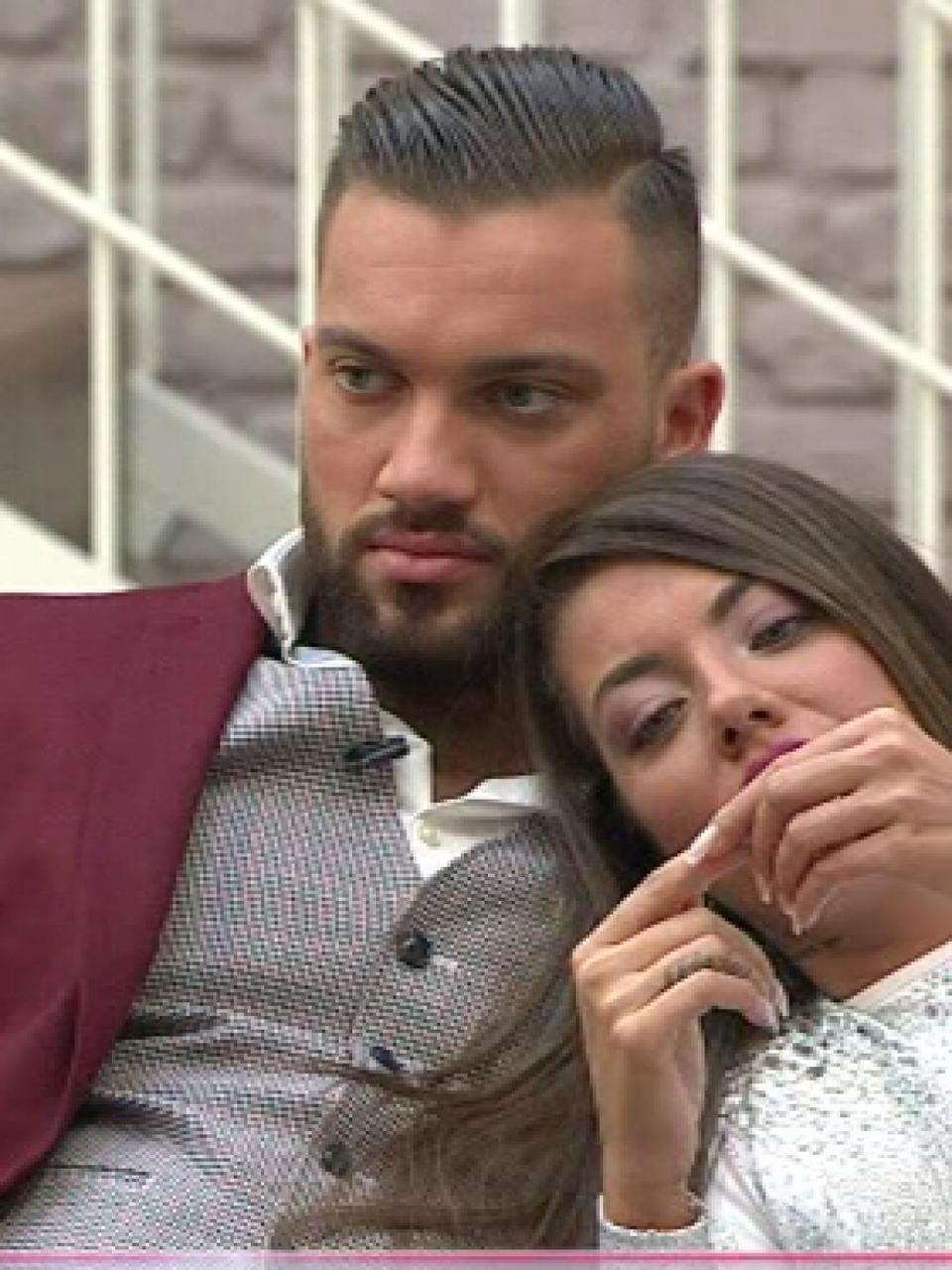 """Incredibil, ce spune Andy despre Roxana la o lună după scandalul care a dus la bătaie în casa Puterea dragostei! """"Nu se poate suporta nici ea"""" EXCLUSIV"""