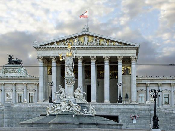 Criză în Austria! Toți miniștrii au demisionat din Guvern