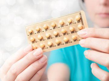 Caz halucinant în România. Un copil de doi ani a ajuns de urgență la spital după ce a înghițit anticoncepționale!
