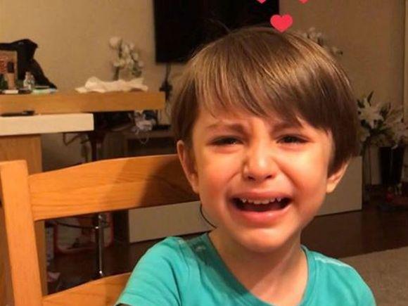 """Andreea Mantea l-a filmat din nou pe fiul ei! David s-a îndrăgostit și suferă: """"O iubesc de gât, ușor, să nu vomite!"""" VIDEO"""